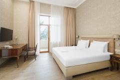 amra-park-hotel-gagra_apartament-2m3k_spalnya2_korp1__02